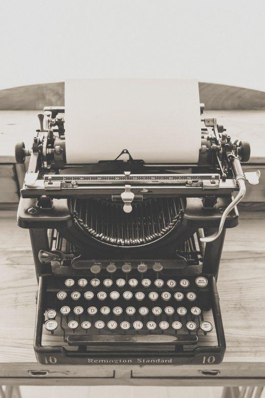 typewriter-vintage-old-vintage-typewriter-163084(2).jpg